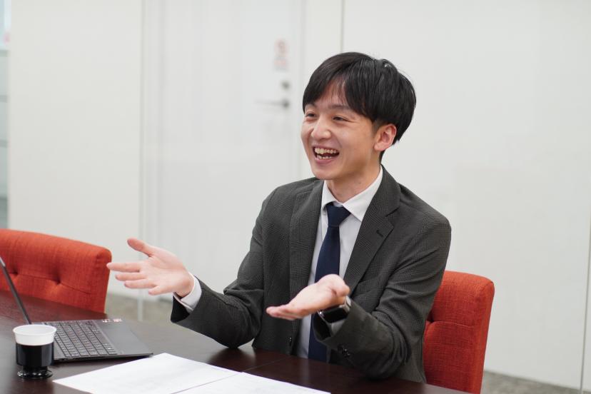 宮田さんインタビュー中の写真
